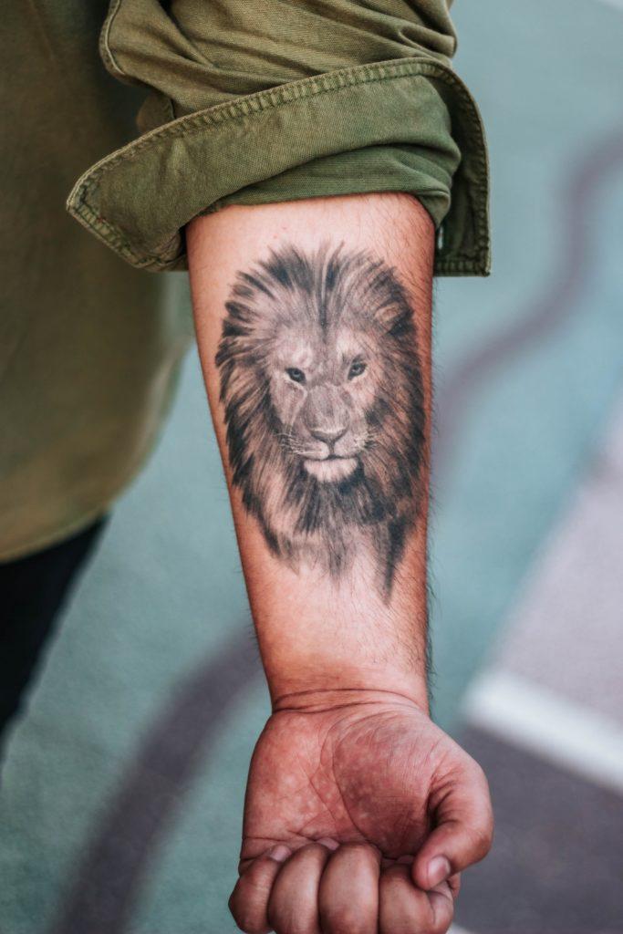 Löwe als Tattoo