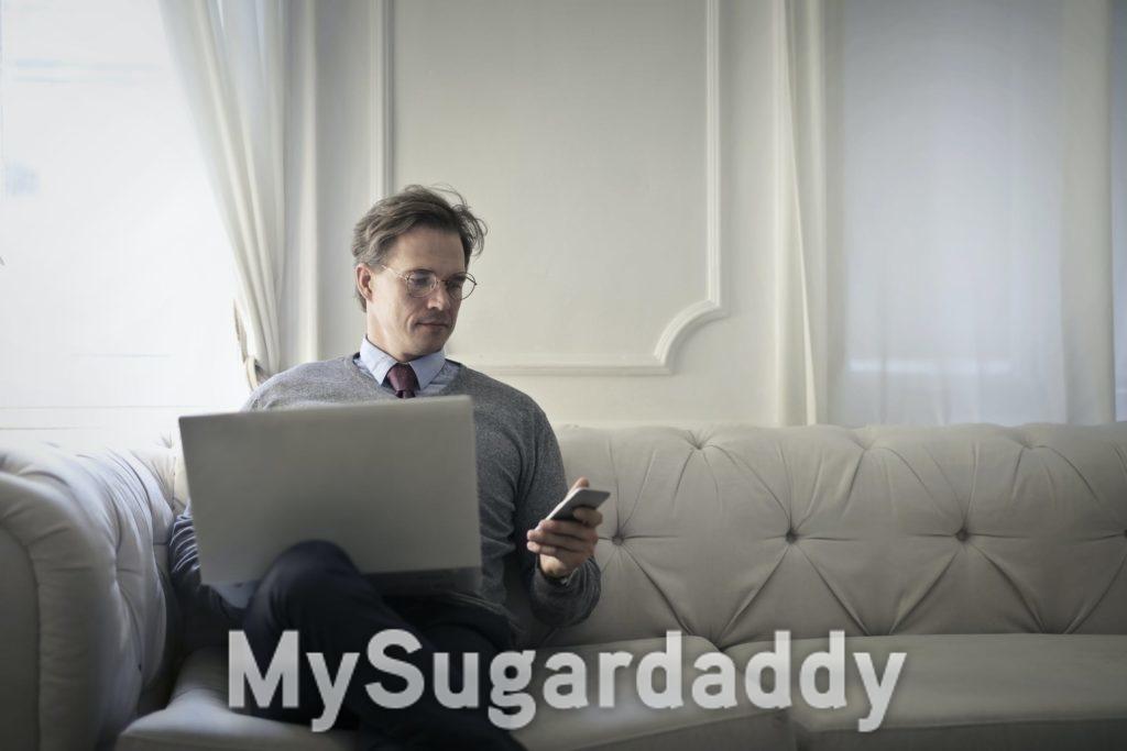 Mann beim Online-Dating
