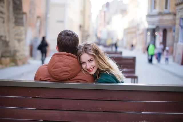 Anzeichen des Verliebtseins: Dauergrinsen